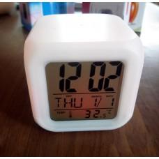 Часы-будильник хамелион куб